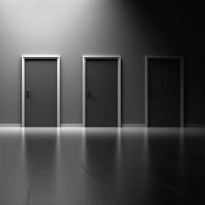 doors-1690423_1920-2-700x470